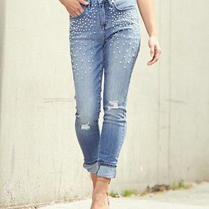SEVEN7 Distressed light wash pearl-accent skinny